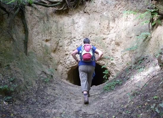 Wandern Höhlen in Ságvár